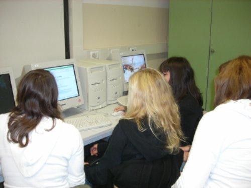 ragazze al Liceo Carducci - 20 ottobre 2006