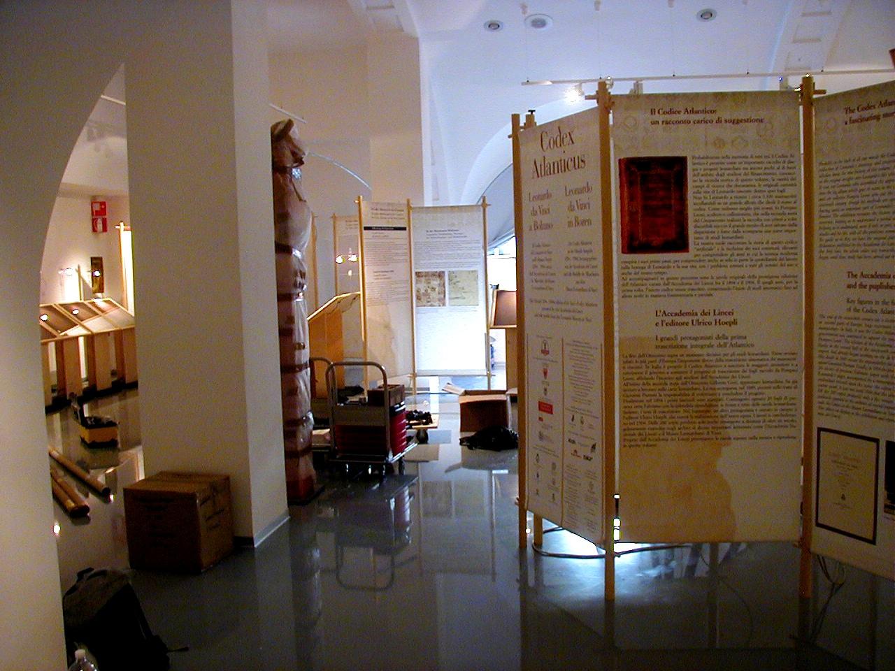 l'allestimento della mostra di Leonardo a Bolzano procede